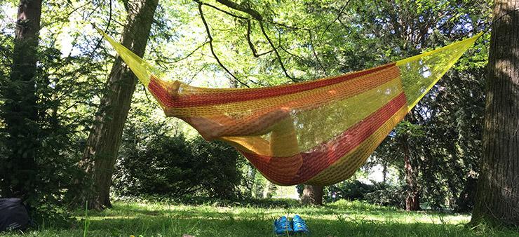 Gelbe Netzhängematte im Park